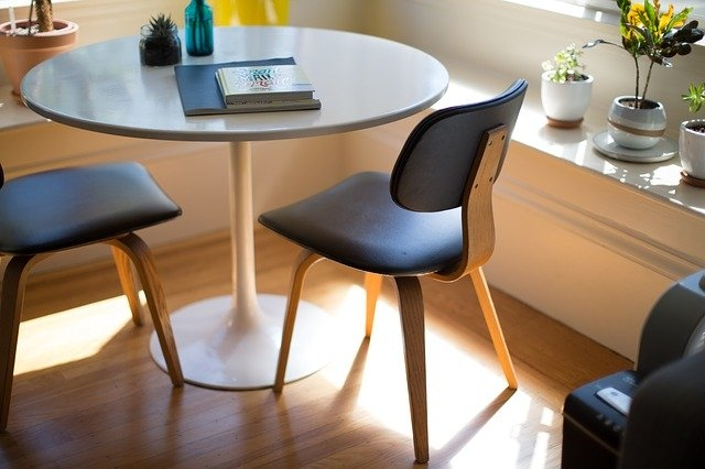 pisarniški stoli črni